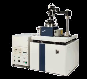 Il microscopio a forza atomica Hitachi AFM5300E è rivolto alla ricerca e offre sensibilità, precisione e risoluzione delle misure di proprietà elettromagnetiche in condizioni di alto vuoto ad alto livello. Inoltre, è un punto di riferimento per un completo controllo delle condizioni ambientali in camera ed è l'unico strumento sul mercato che consente l'analisi AFM in aria / liquido / vuoto, in  un ampio range di temperature (da -120 ° C a 800 ° C), campi magnetici o controlli di umidità.
