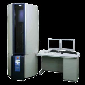 L'HD-2700 è un STEM a 200kV con sorgente di elettroni FE sia per l'imaging ad alta risoluzione che per l'analisi ad alta sensibilità. L'imaging simultaneo di STEM e SEM consente l'osservazione della struttura interna insieme alla topografia di superficie. Il grande angolo solido del doppio EDX consente un'analisi ad alta sensibilità e alto throughput. Il correttore di aberrazione di Hitachi offre immagini di altissima risoluzione a livello atomico e analisi della sensibilità ultra elevata con funzione di correzione dell'aberrazione automatica.