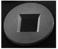 Aperture in silicio da 3mm di diametro (senza film di supporto) con spessore 200um. Le apertrure disponibili sono singole e multiple, quadrate e rettangolari