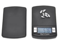 Bilance digitali compatte i cui punti di forza sono  portabilità e precisione. Perfette per la preparazione dei campioni, kit scientifici e le uscite sul campo.