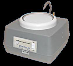 Macinatrice, lappatrice, e lucidatrice compatta da 8 pollici è ideale per la finitura manuale di campioni. Utilizza dischi di macinazione, lappatura e lucidatura (tessuti) con supporto PSA