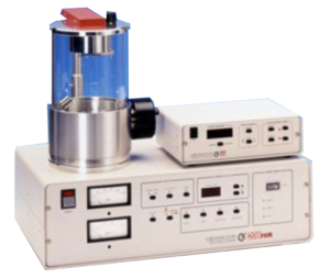 Il metallizzatore ad alta risoluzione Cressington 208HR offre soluzioni reali ai problemi riscontrati quando si metallizzano campioni complessi per analisi FE-SEM. Grazie alla possibilità di utilizzare diversi materiali di deposizione e ad un controllo sullo spessore e sulle condizioni di deposizione il modello 208HR è in grado di minimizzare gli effetti della granulometria.   La configurazione della camera HIGH / LOW consente una facile regolazione della distanza di lavoro.