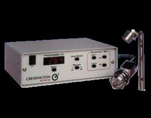 Il Cressington Thickness Monitor MTM-10 è un monitor di spessore compatto e a basso costo. Originariamente progettato per applicazioni di microscopia elettronica, è adatto anche per un uso multiplo in sistemi di deposizione complessi. Memorizza i parametri per due materiali di deposizione.  La versione Cressington Thickness Controller MTM-20 include una funzione di controllo dello spessore preimpostabile, ma memorizza solo i parametri per un materiale. Il sistema compatto ed economico ed è user friendly grazie  al semplice input dei parametri. La sua alta velocità e l'alta risoluzione permettono di effettuare 5 misurazioni al secondo.