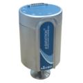 Il manometro MKS a-Baratron è un avanzato manometro a capacità assoluta riscaldata. E' stato sviluppato specificamente per l'uso in applicazioni di misurazione del vuoto e della pressione in cui l'elevata precisione e l'eccellente ripetibilità sono fondamentali per il successo del processo.  Questi manometri capacitivi sono riscaldati internamente a 45°, 80° o 100°C. Possono essere equipaggiati con il sensore standard o con la tecnologia del sensore Etch Baffle brevettata da MKS che riduce notevolmente la contaminazione del processo.