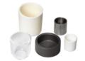 Sono disponibili crogioli per evaporazione termica in una varietà di materiali. Questi crogioli sono utilizzati con gli shielded crucible heaters o i basket heaters.
